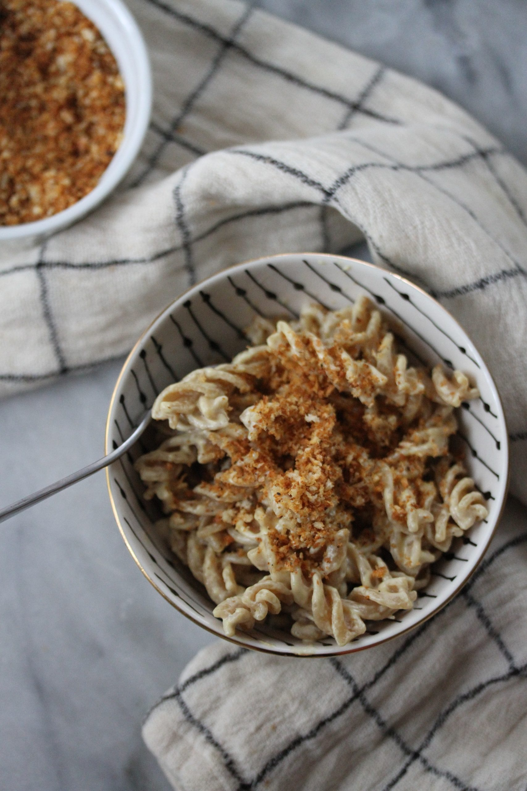 "Creamy Vegan Mac and ""Cheese"" with Crispy Breadcrumbs"